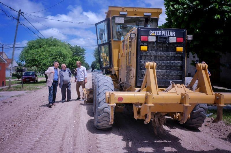 Arroyo supervisó trabajos de engranzado de calles en el barrio Los Pinares