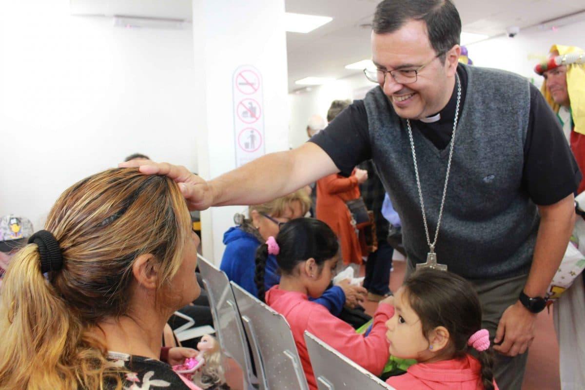 Monseñor Mestre visitó el Hospital Materno Infantil