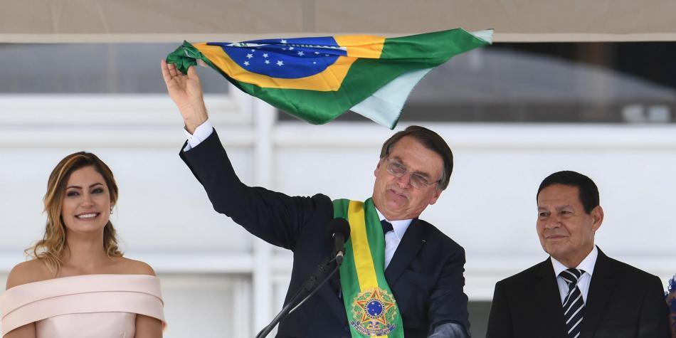 """""""Nuestra bandera solo será roja si nuestra sangre debe mantenerla"""""""