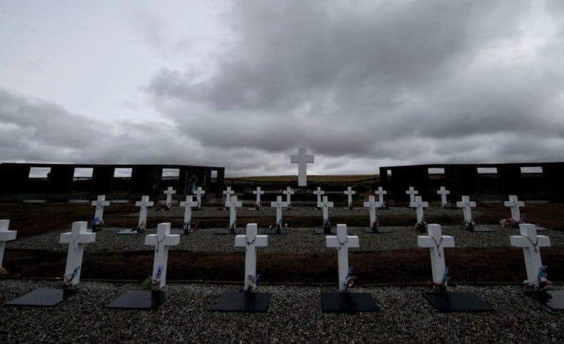 El embajador británico devolverá en Mar del Plata una identificación a madre de Malvinas