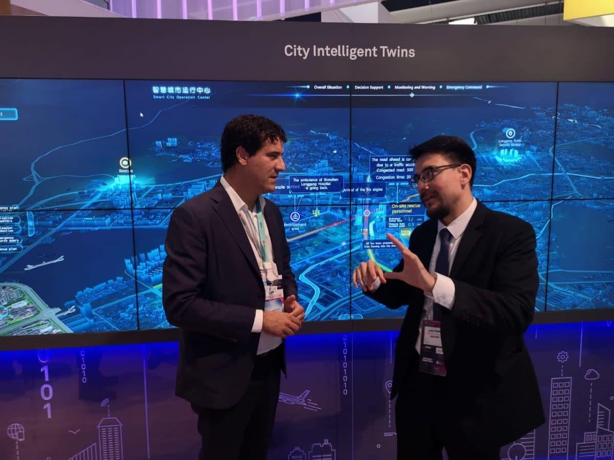 Abad se reunió con referentes de la plataforma ciudades inteligentes en Barcelona