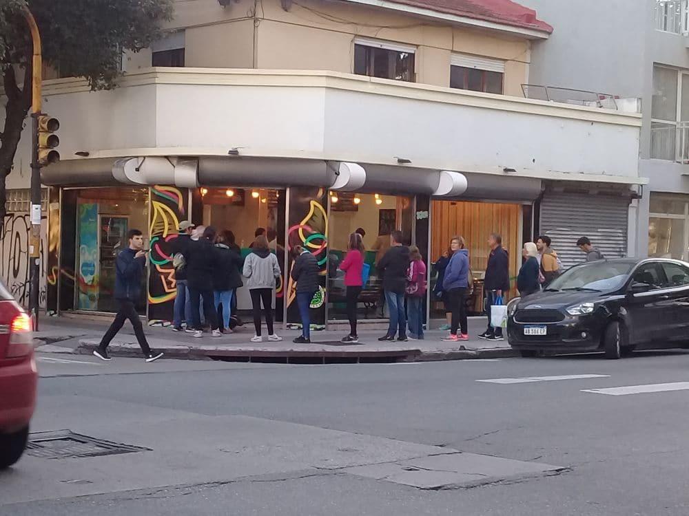 Cientos de marplatenses recibieron el otoño con un helado artesanal