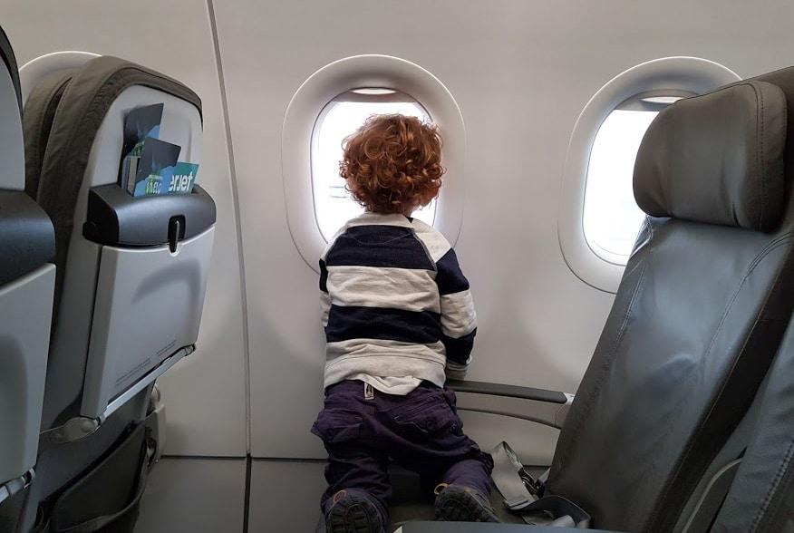 Algunos consejos para volar con niños a bordo