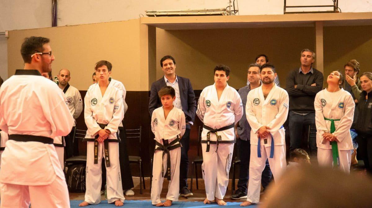 Con un medallista olimpíco, Abad organizó una clínica de Taekwondo