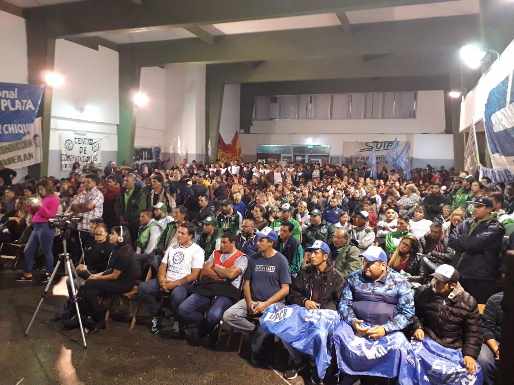 Masivo acto en Mar del Plata «contra el ajuste y los despidos»