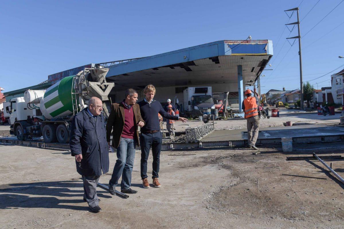 Arroyo recorrió la obra de asfalto en Vértiz y Edison