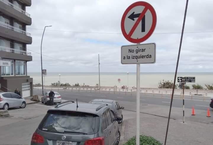 Señalizan un giro a la izquierda prohibido
