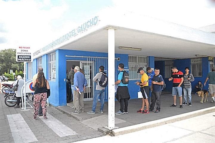 Por el paro de municipales, reprograman turnos de renovación de licencias y de vacunación antigripal