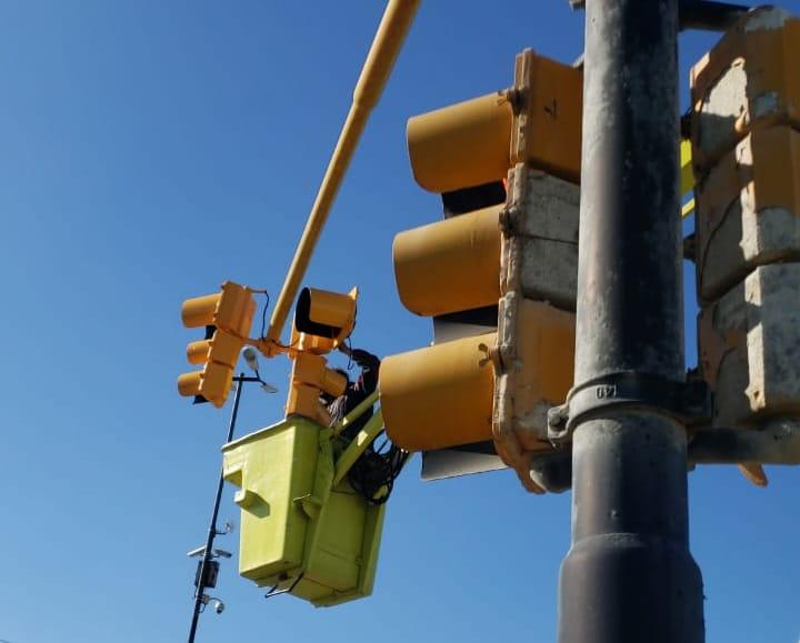 El Municipio trabaja en la puesta en valor de semáforos en el Acceso Norte