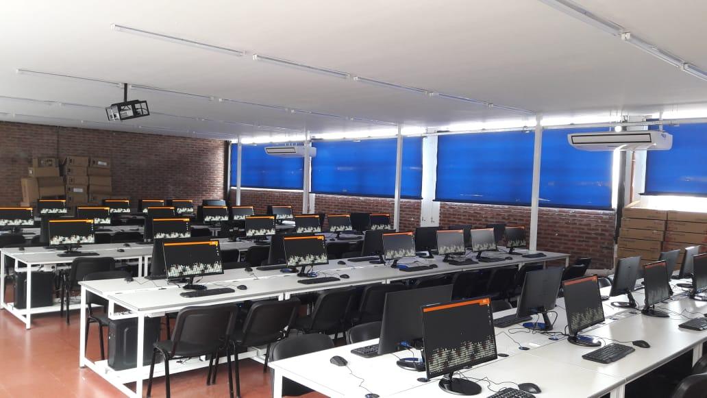 La Facultad de Arquitectura, Urbanismo y Diseño inaugura su nuevo laboratorio-taller de informática