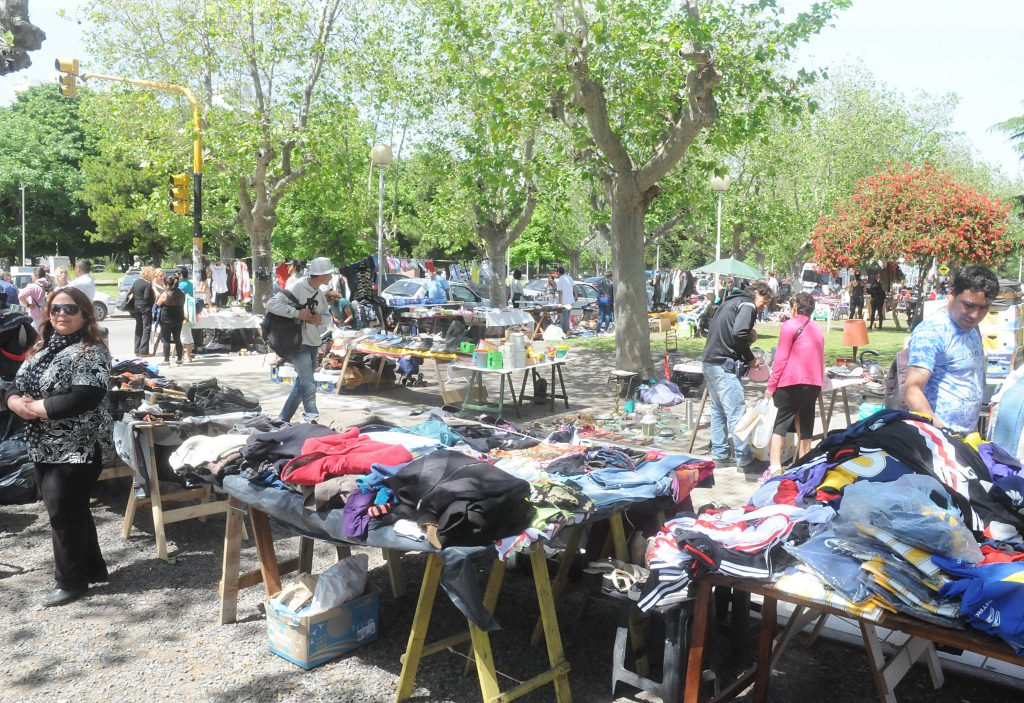Feriantes de Plaza Rocha piden la reglamentación de sus espacios