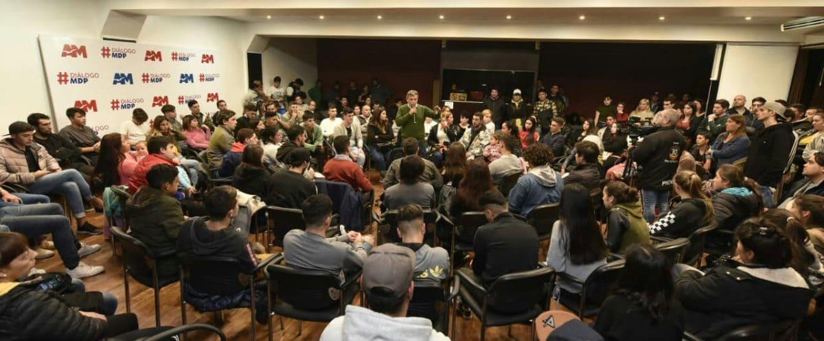 """Pulti mantuvo un Diálogo con más de 200 jóvenes: """"Quiero que me escuchen, necesito aprender"""""""