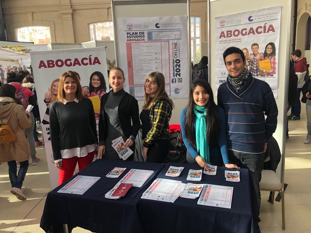 Decenas de estudiantes conocieron la oferta académica de la Universidad