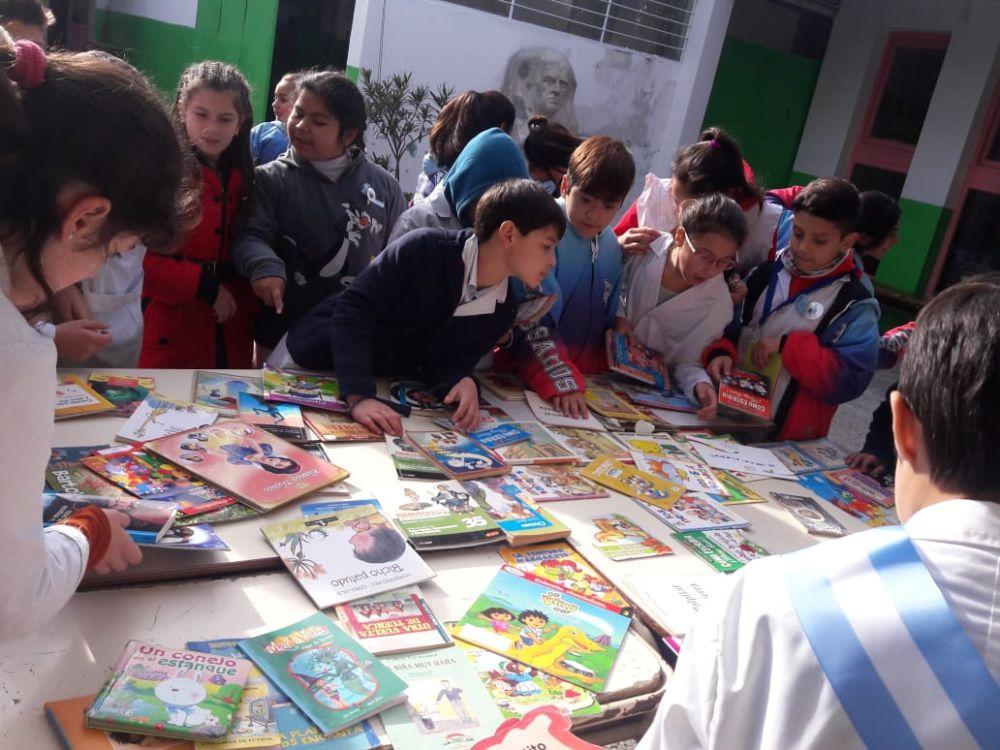 Se realizó por octava vez la siembra de libros en distintos puntos de Mar del Plata
