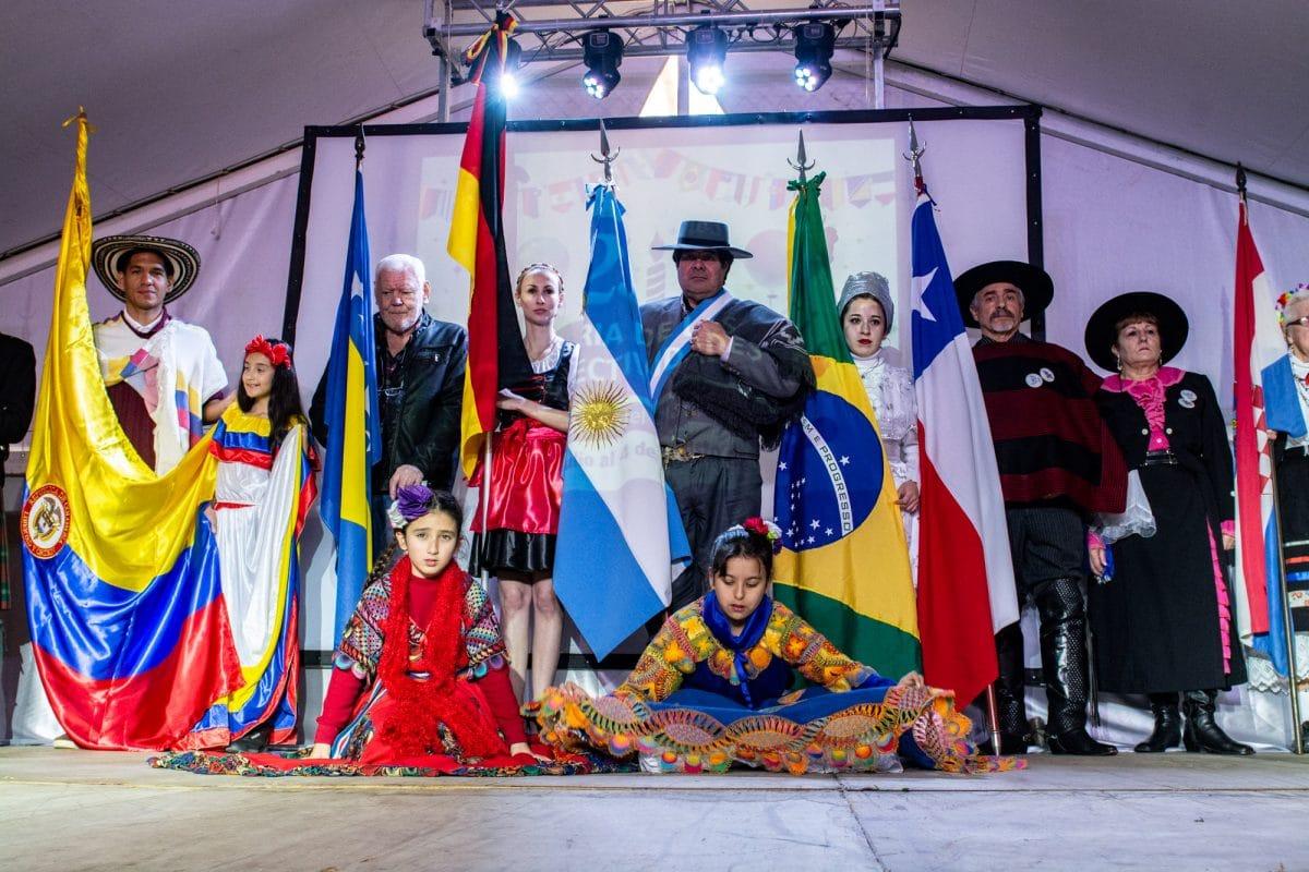 En el inicio de las vacaciones, inauguró la 25° Feria de las Colectividades