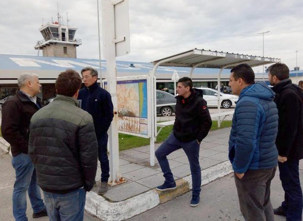 """Se instalará un nuevo refugio en la parada de micros del Aeropuerto """"Astor Piazzolla"""""""