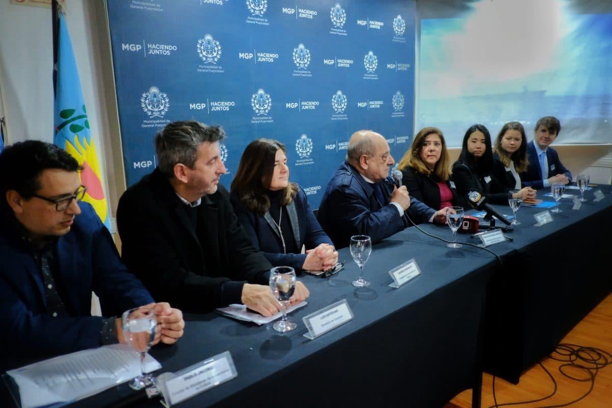 Arroyo celebró la llegada del barco Logos Hospe