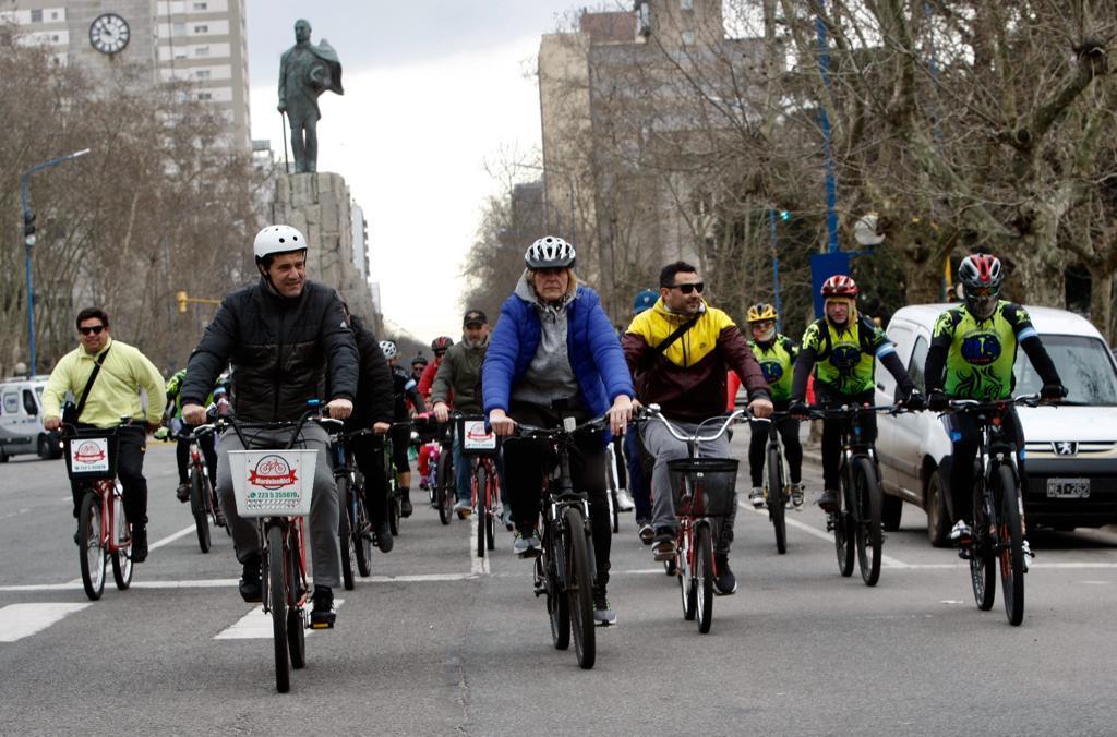Baragiola encabezó la caravana en defensa de las ciclovías