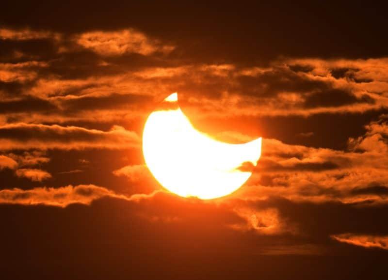 """Decenas de marplatenses """"eclipsados"""" por el sol"""