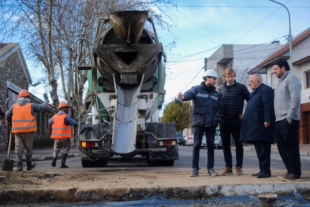 Arroyo recorrió obras de bacheo de hormigón en San Juan y en Friuli