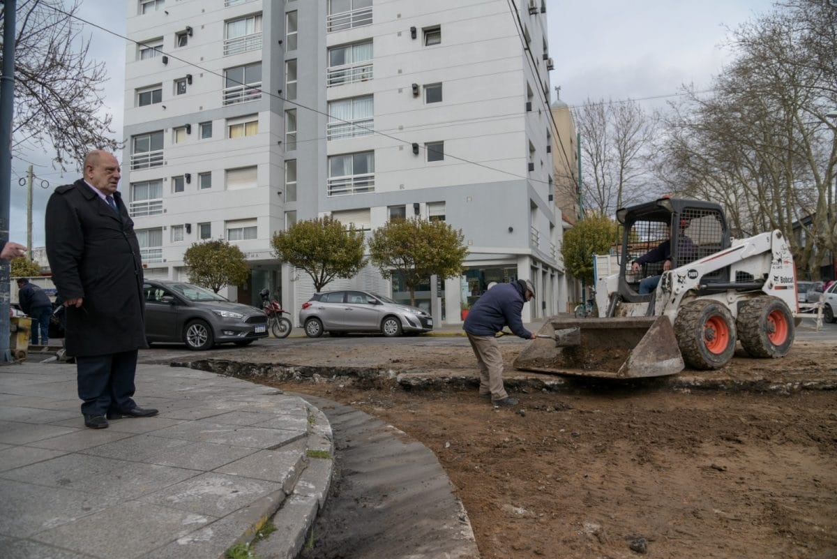 El Municipio abrió un nuevo frente de obra de asfalto sobre calle Moreno