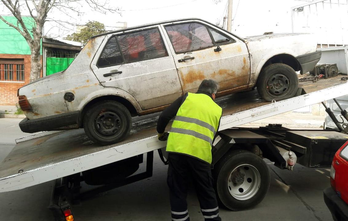 La Municipalidad removió más de 130 autos abandonados
