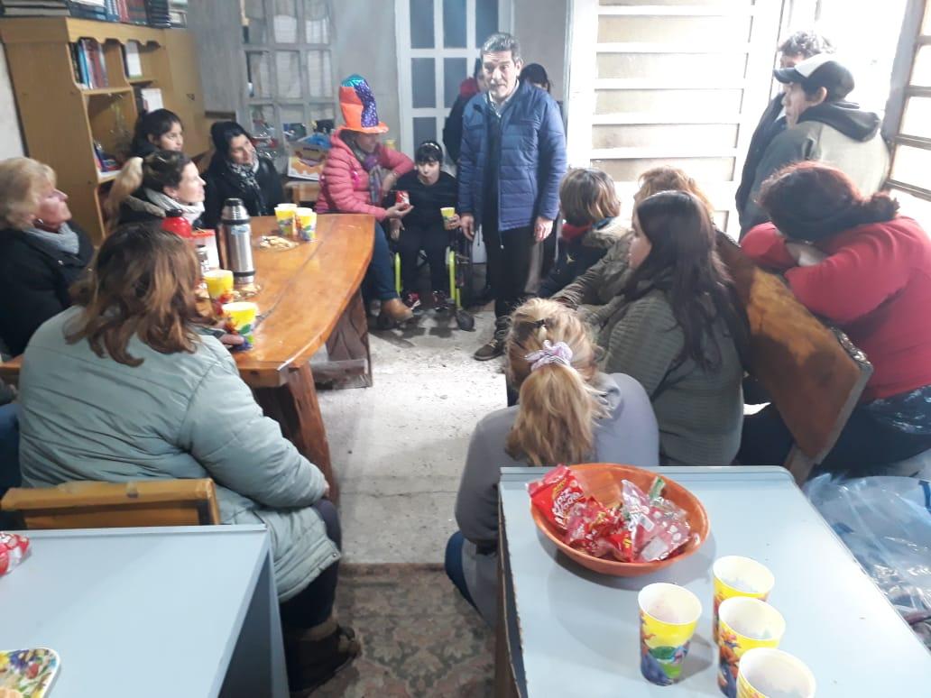 Felix U. Camet intenta abrir un merendero y biblioteca barrial para unos 50 chicos