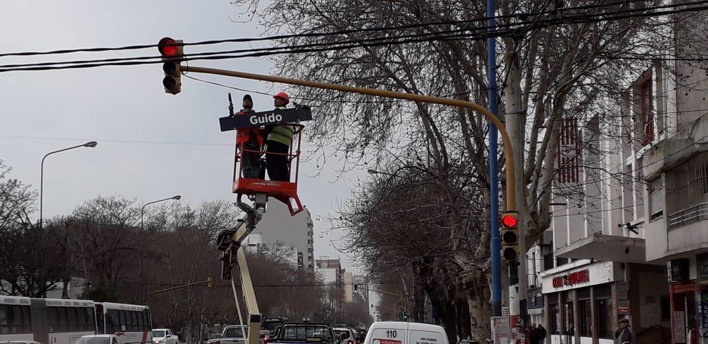 La Municipalidad colocará 1200 señales con nombre de calles en los semáforos