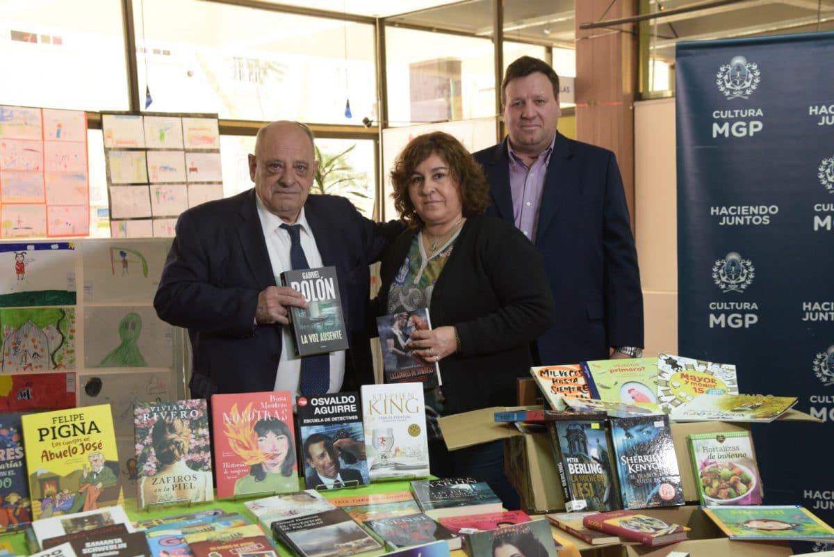 A través de un convenio de exención de tasas a librerías, entregaron libros para bibliotecas municipales