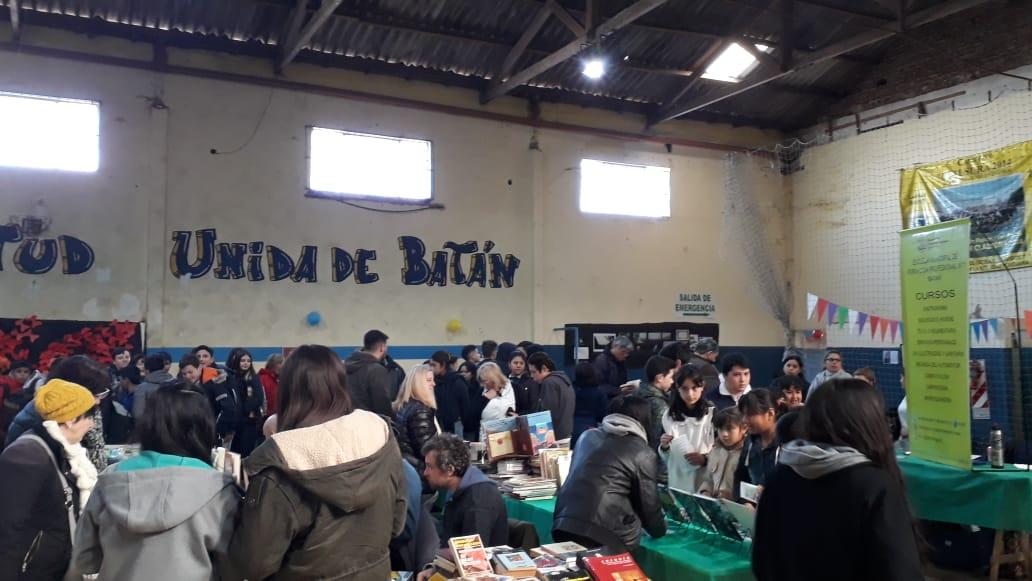 Con marcado éxito, Batán vive su Feria del Libro
