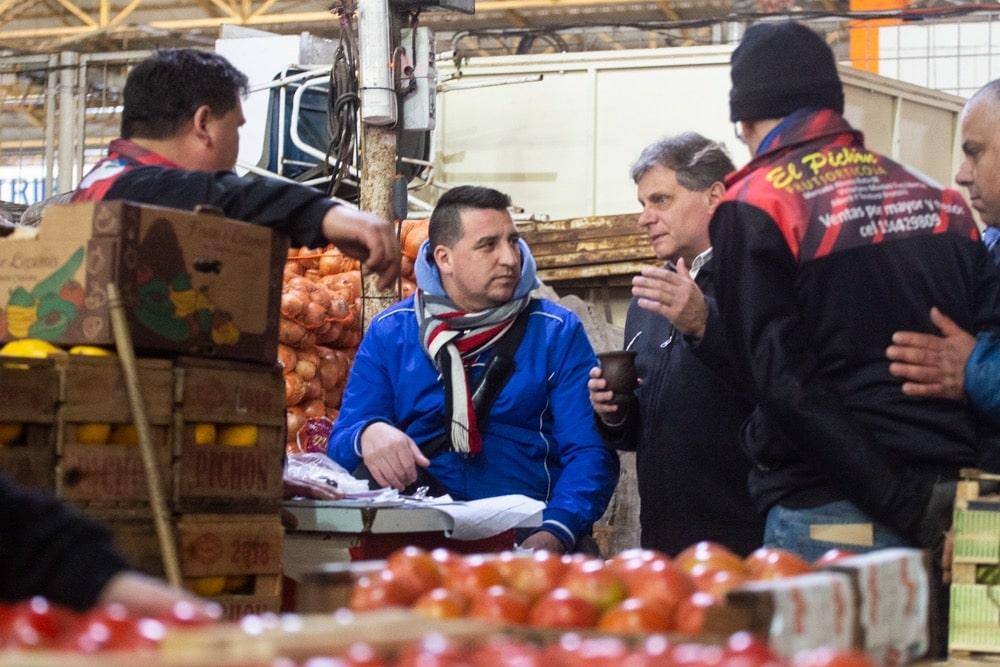 Pulti garantizó su apoyo para frenar los cierres de comercios de frutas y verduras