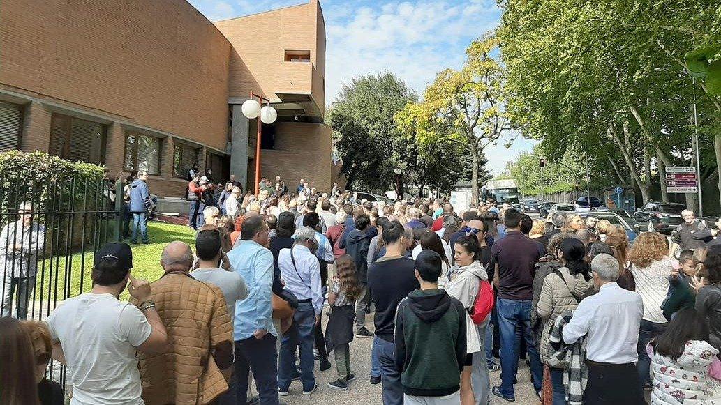 El voto de los argentinos en el exterior fue récord: se registraron largas filas en varios consulados
