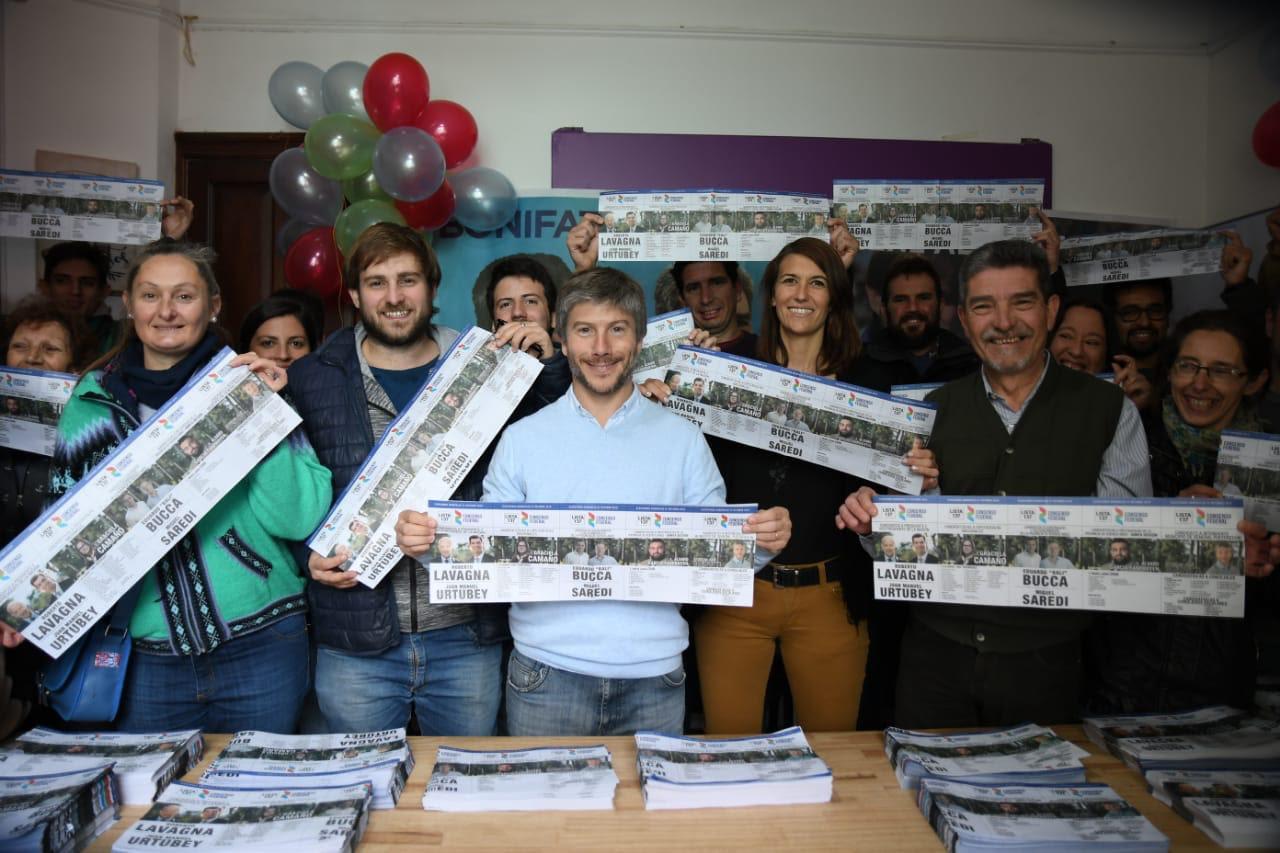 Bonifatti cerró su campaña entregando la boleta a los vecinos