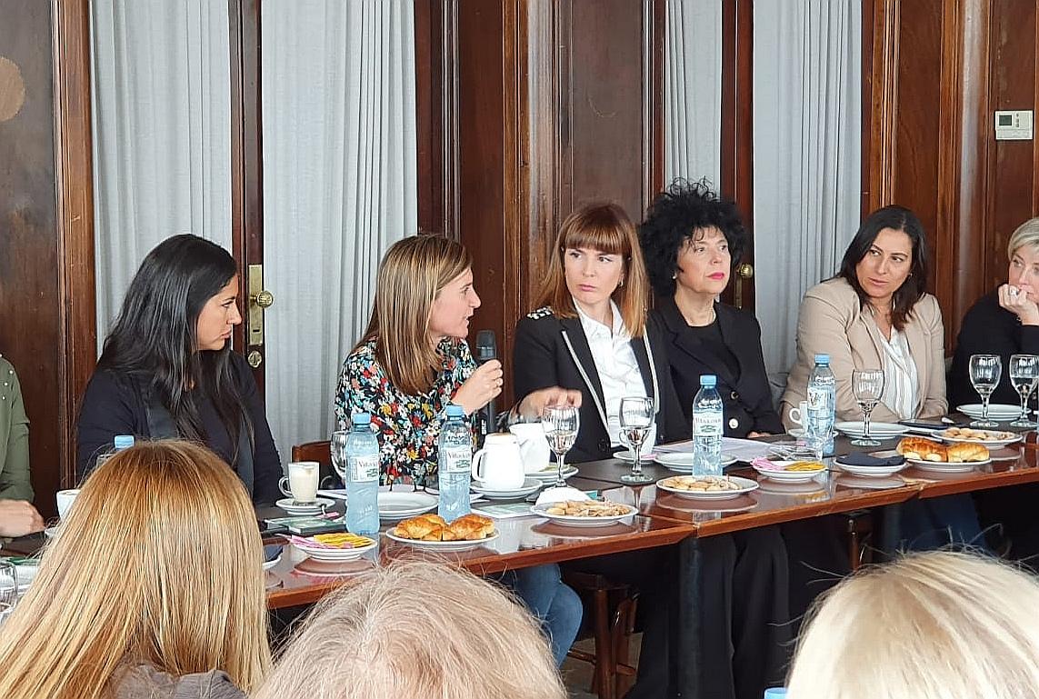 Raverta se reunió con mujeres empresarias y profesionales
