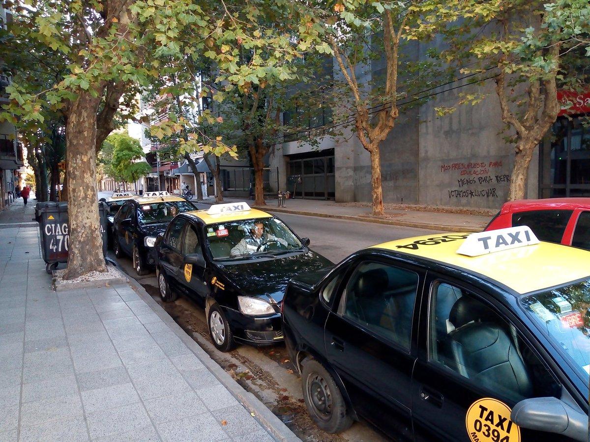Taxistas y remiseros acordaron pedir una suba en la tarifa de casi el 30 por ciento