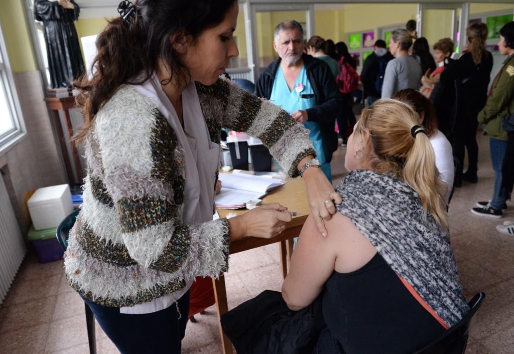Región Sanitaria VIII inició campaña de vacunación antigripal