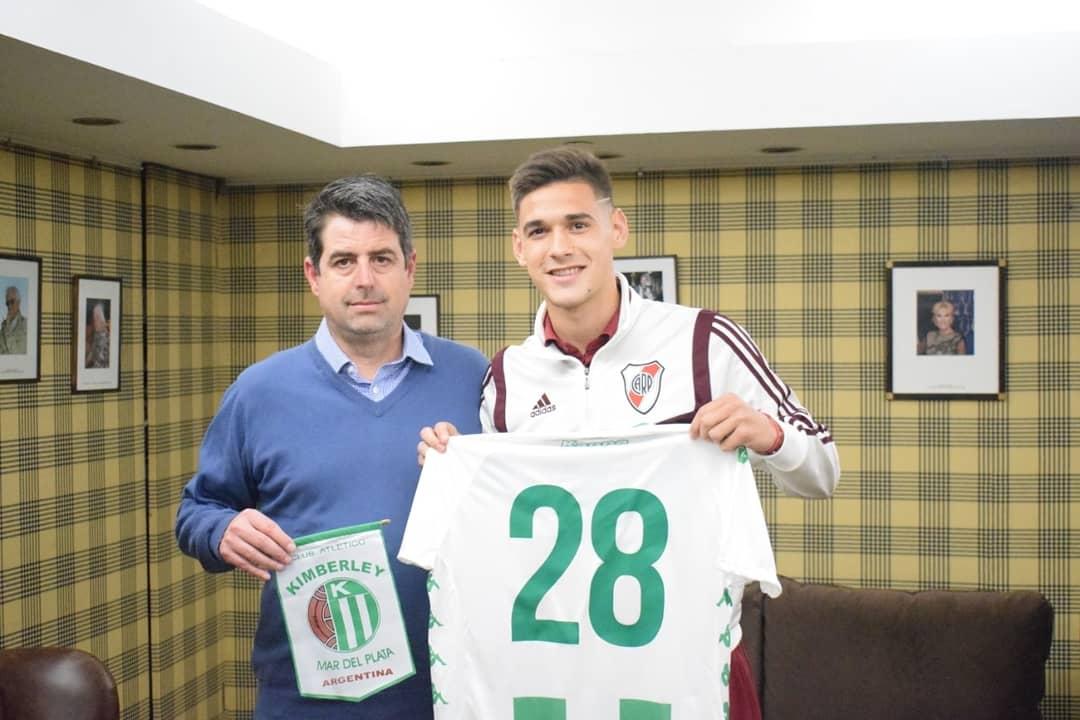 Martínez Quarta recibió la camiseta de Kimberley