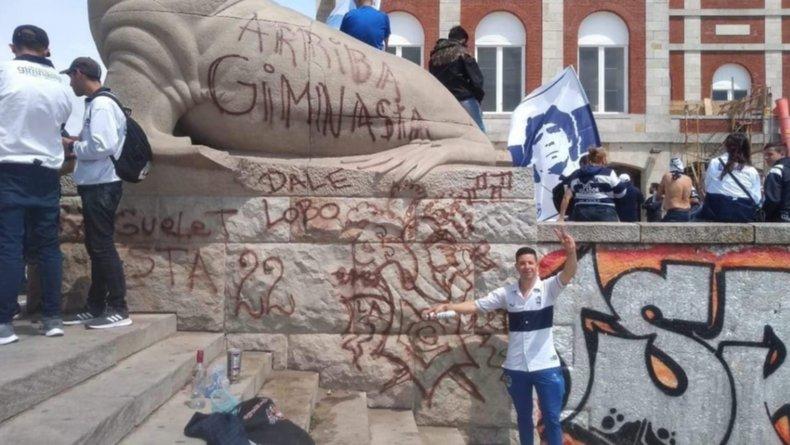 El Municipio restaurará uno de los Lobos Marinos vandalizados por hinchas de Gimnasia