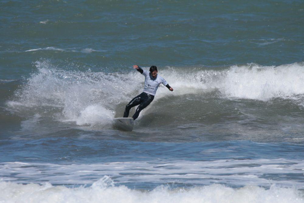 Vuelta a los entrenamientos de los surfistas que buscan la clasificación Olímpica