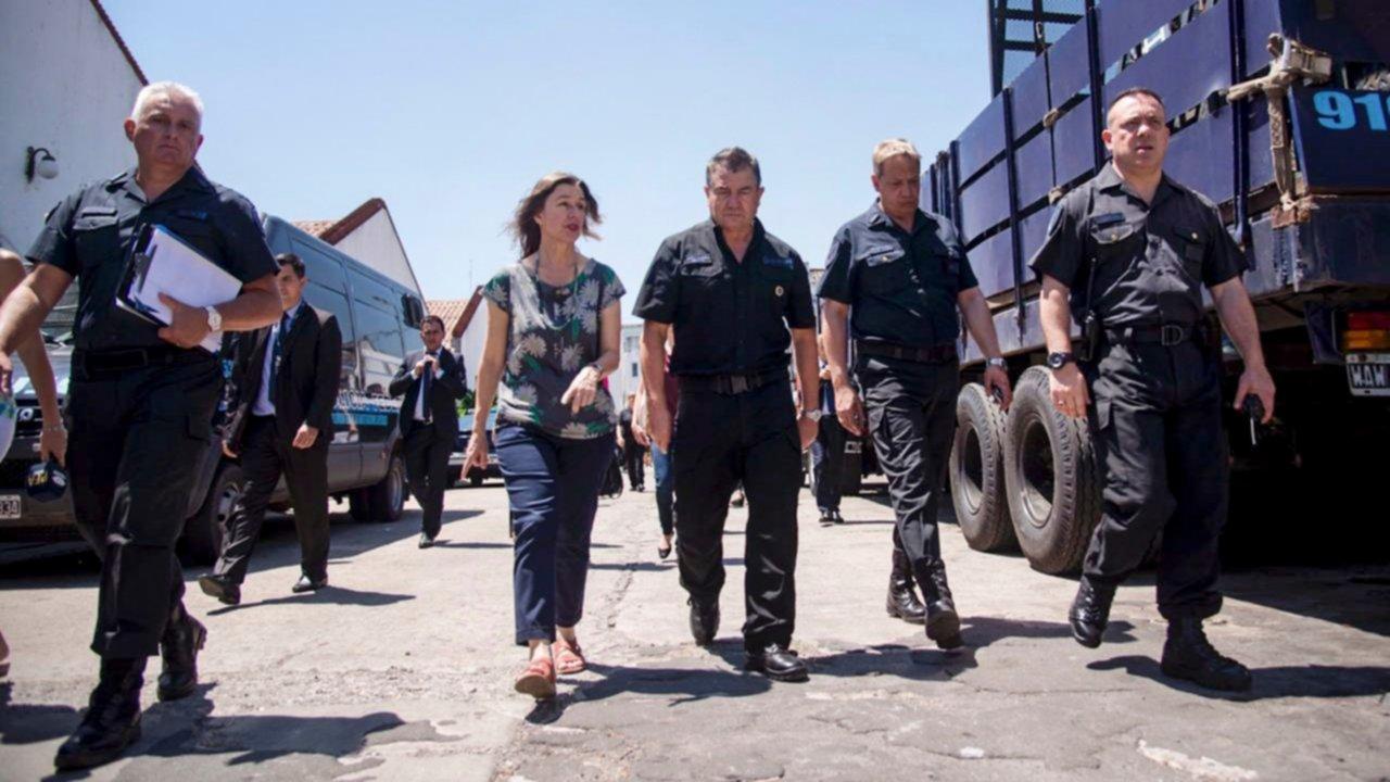 Derogan el uso de armas Taser, el Servicio Cívico Voluntario y el control de DNI en trenes