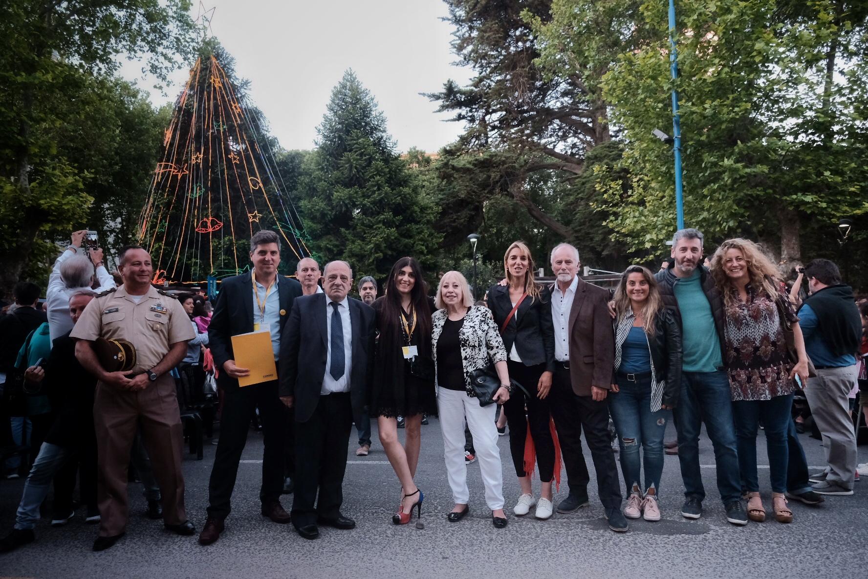 La Municipalidad encendió el Árbol de Navidad de Plaza San Martín