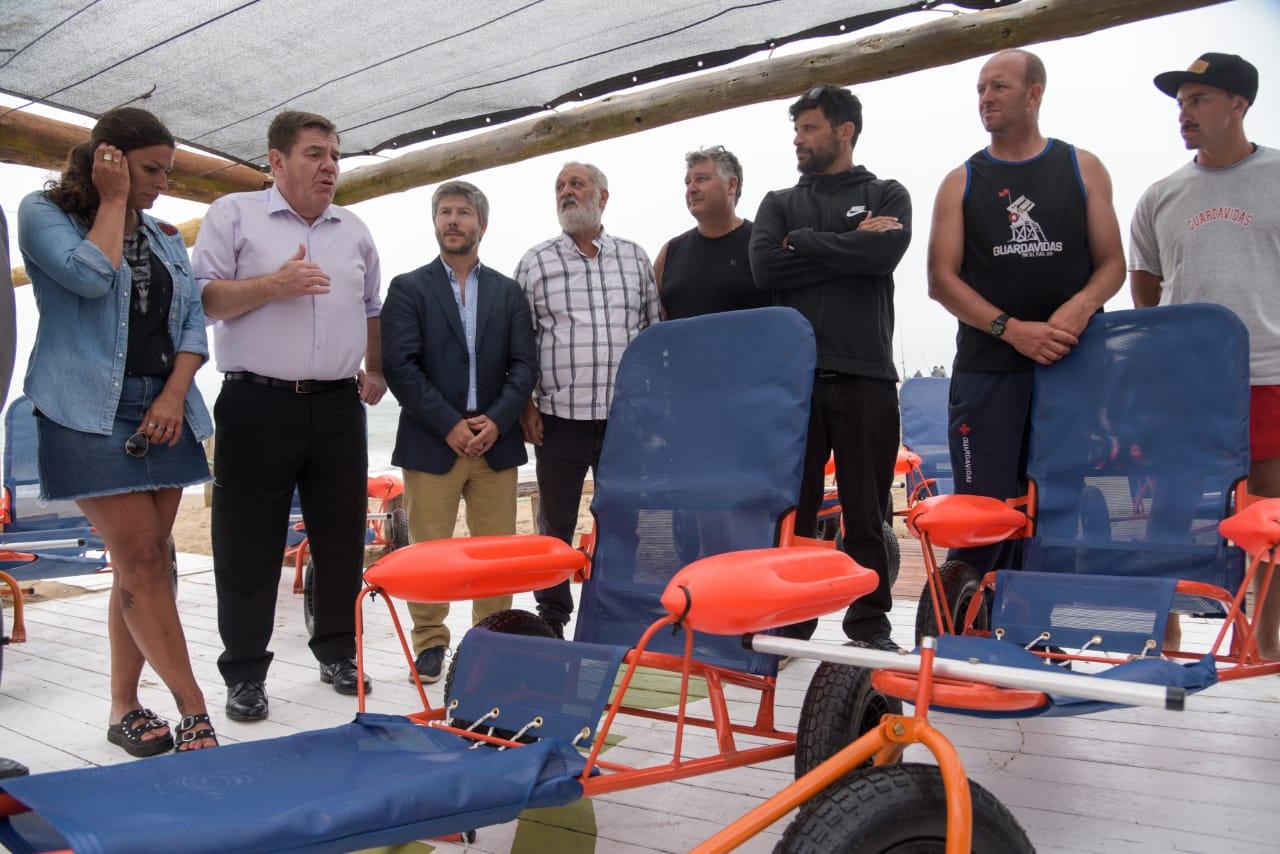 Playas accesibles: El Municipio adquirió 12 sillas anfibias para personas con discapacidad