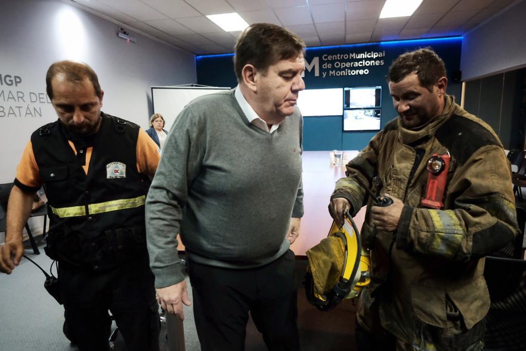 Torres y Liva: incendio controlado y riesgo de derrumbe
