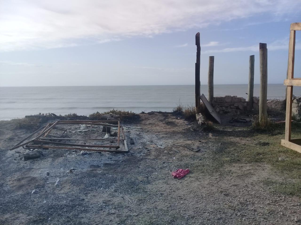 Incendian casilla de Guardavidas en Playa Serena