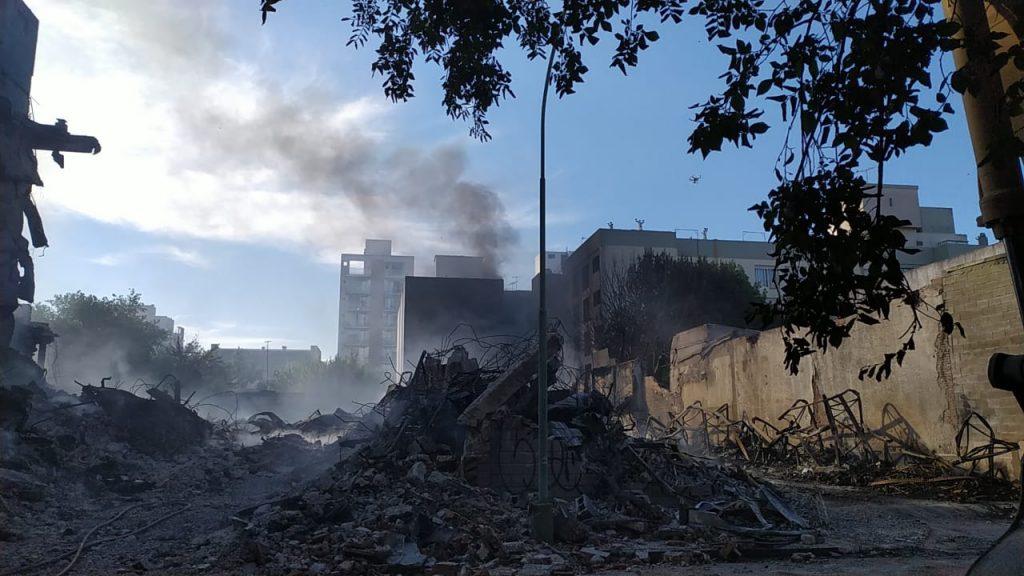 Se reactiva el incendio en un edificio lindero.