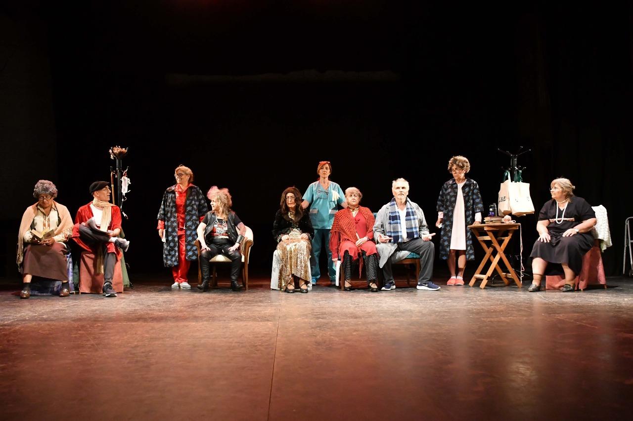 Se presentó con éxito la comedia musical de AEFIP a beneficio de OJA