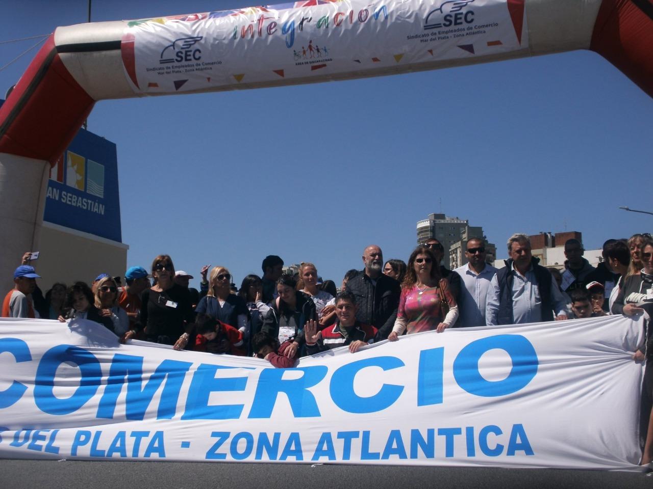 Se realizó la 1º Caminata por la Integración organizada por el Sindicato de Empleados de Comercio