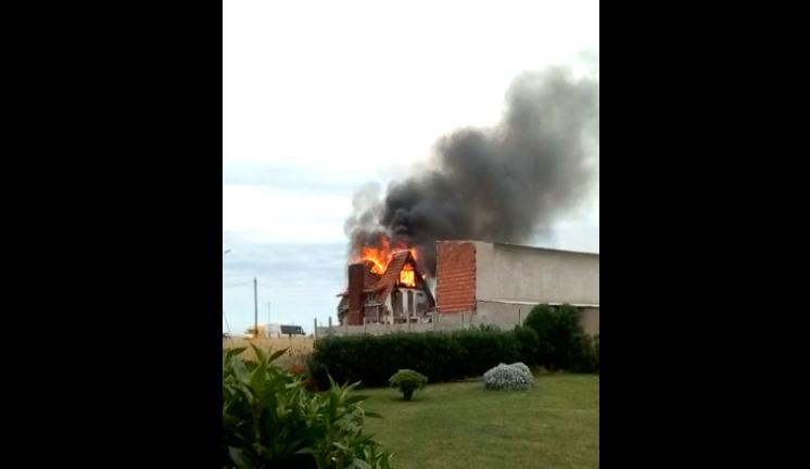 Video: Se incendió una vivienda en la Zona de Playa Dorada.