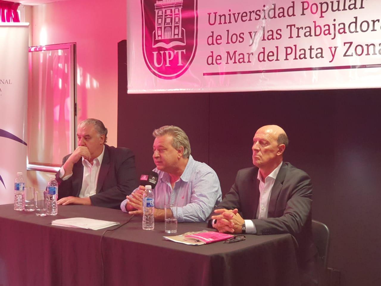 UPT entrega certificaciones a trabajadores mercantiles