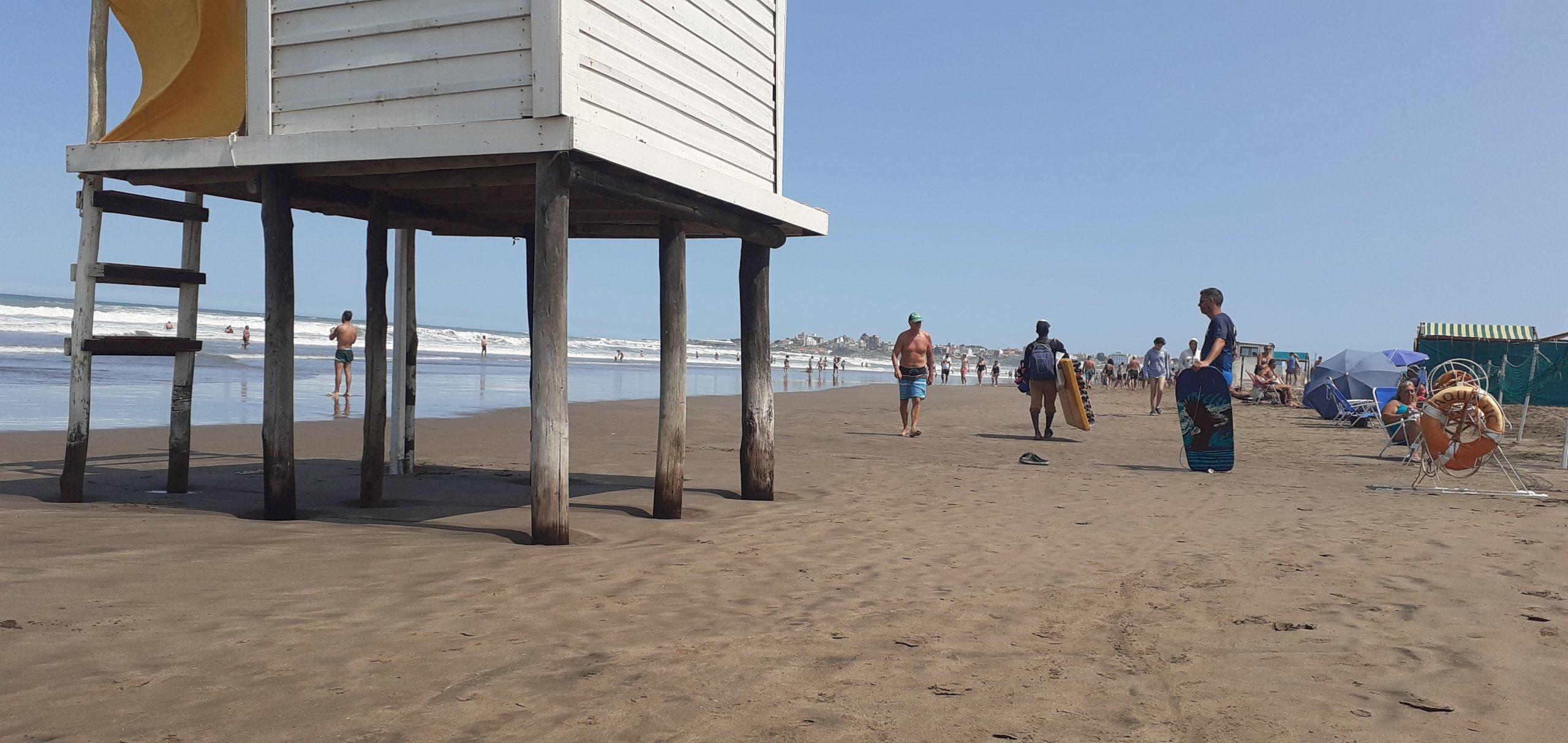 Notoria crecida del mar en las playas de Mar del Plata